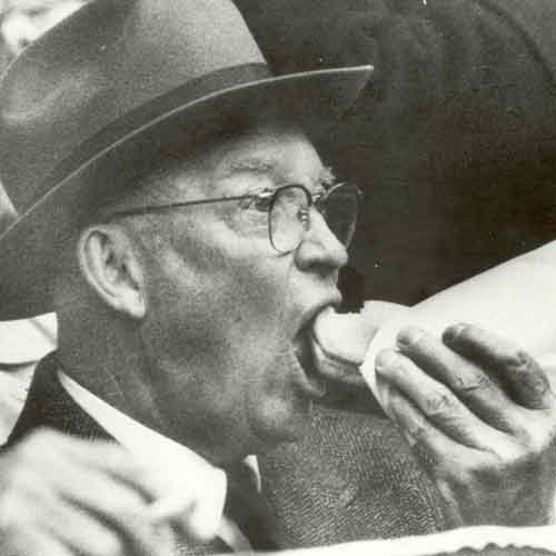 Eisenhower eating a hot dog